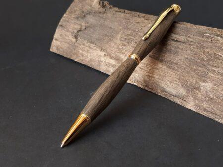 pen uit 17e eeuws eikenhout wagenwiel goud